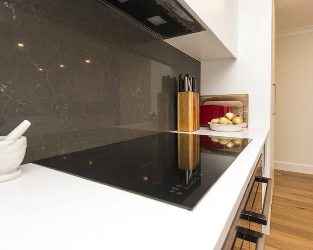 3-DOVE-PLACE-HINCHINBROOK_PBJ4103_kitchen_low-res-nqxjukjnmj461u4yyo3xel72tz7ezoc6gx7uxbzfpc
