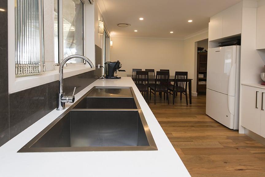 3-DOVE-PLACE-HINCHINBROOK_PBJ4110_kitchen_low-res